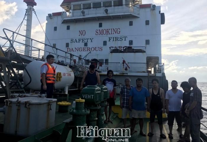 Cảnh sát biển bắt quả tang 2 tàu sang mạn trái phép 1.100m3dầu DO trên biển