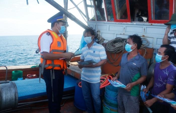 Đẩy mạnh tuyên truyền pháp luật cho ngư dân khai thác thủy sản trên biển