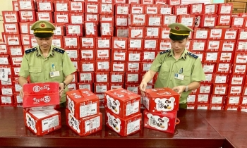 Lạng Sơn: Bắt giữ 56.980 cái bánh dẻo do Trung Quốc sản xuất