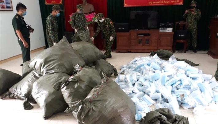 Biên phòng Lạng Sơn: Tạm giữ 90.000 khẩu trang y tế và 450 kg nầm lợn nhập lậu
