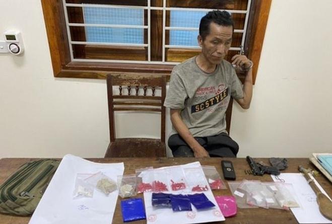 Nghệ An: Tóm gọn đối tượng trang bị vũ khí nóng để buôn ma túy
