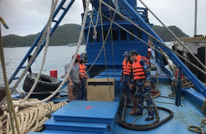 Cảnh sát biển tạm giữ tàu chở 100.000 lít dầu DO trái phép