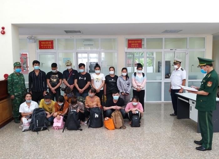 Lạng Sơn: Tạm giữ và đưa đi cách ly 17 người nhập cảnh trái phép