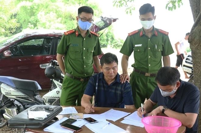 Nghệ An: Bắt xe ô tô vận chuyển 6 con Tê tê