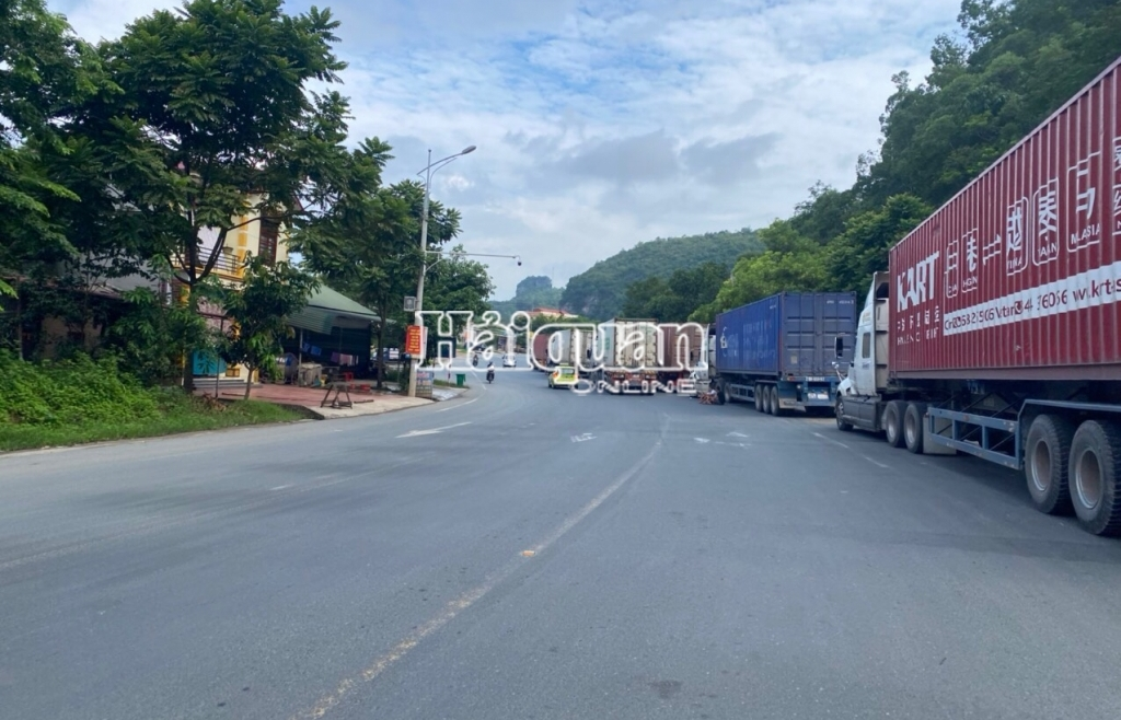 Lạng Sơn: Ách tắc hàng hóa nghiêm trọng xảy ra tại cửa khẩu