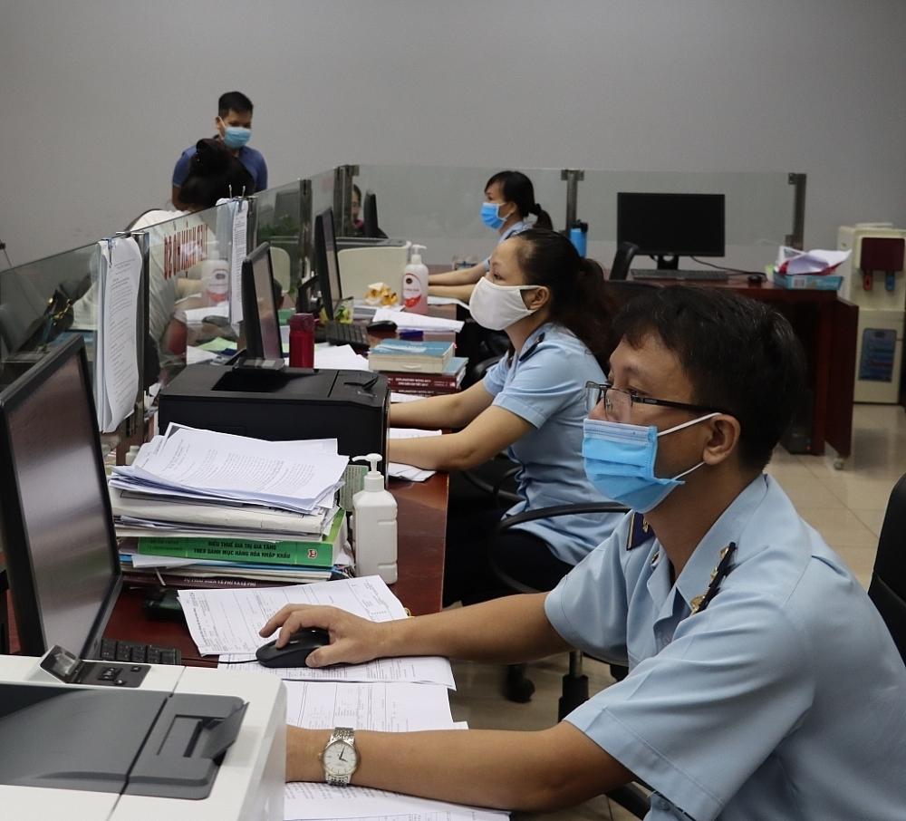 Hoạt động nghiệp vụ tại Chi cục Hải quan cửa khẩu quốc tế Lào Cai, Cục Hải quan Lào Cai. Ảnh: T. Bình