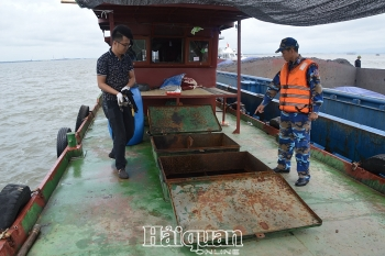 Cảnh sát biển tạm giữ 35.000 lít dầu không rõ nguồn gốc