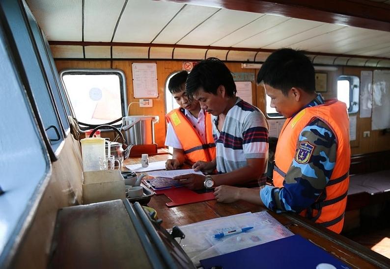 Cảnh sát biển bắt 200 nghìn lít dầu DO