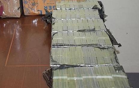 lang son bat doi tuong van chuyen 60 banh heroin