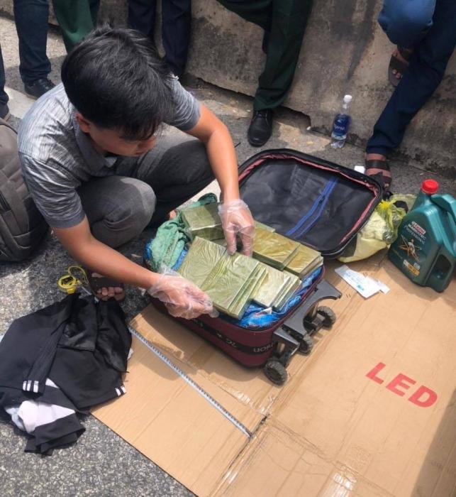 Nổ súng, bao vây bắt nhóm đối tượng vận chuyển số lượng lớn ma túy