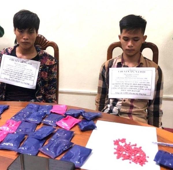 Nghệ An: Bắt 2 đối tượng vận chuyển 6.000 viên hồng phiến