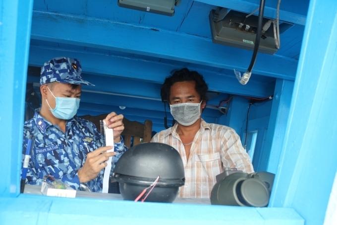 Tạm giữ tàu chở 70.000 lít dầu DO trên vùng biển Tây Nam