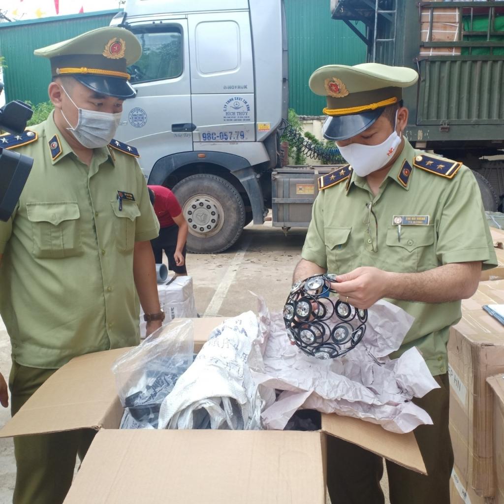 Lạng Sơn: Liên tiếp thu giữ số lượng lớn hàng hóa vi phạm