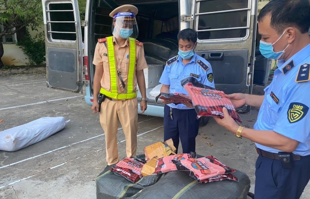 Lạng Sơn: Ngăn chặn kịp thời 860 kg xúc xích nhập lậu đang trên đường đi tiêu thụ