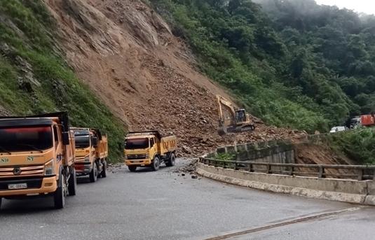 Giao thông lên cửa khẩu quốc tế Cầu Treo trở lại bình thường sau vụ sạt lở lớn
