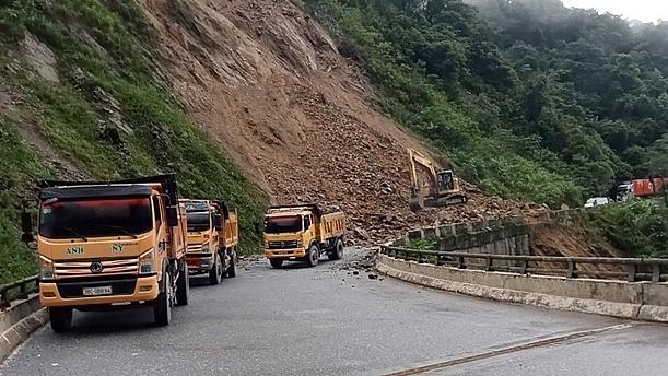 Hiện tại công tác giải phóng giao thông đã cơ bản hoàn tất, hoạt động vận chuyển hàng hóa qua cửa khẩu quốc tế Cầu Treo đã trở lại bình thường. Ảnh