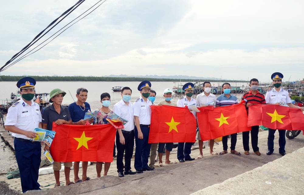 Vùng Cảnh sát biển 1 tích cực ngăn hành vi khai thác hải sản bất hợp pháp
