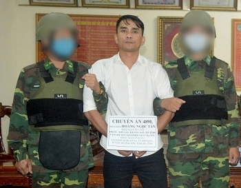 Mang theo súng ngắn, vận chuyển 6 bánh heroin từ biên giới vào Hà Tĩnh