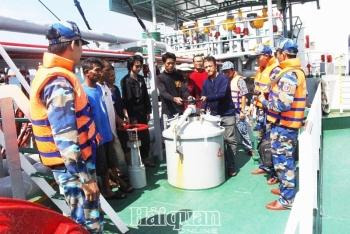Cảnh sát biển bắt tàu nước ngoài sang mạn trái phép350.000 lít dầu DO