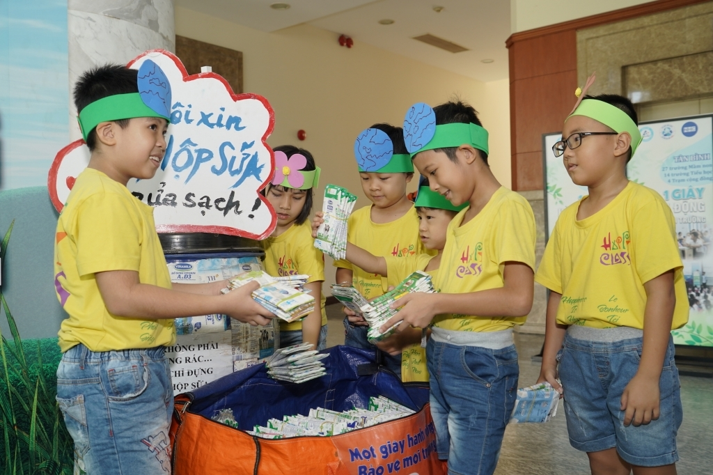 Tetra Pak mở rộng chương trình tái chế vỏ hộp tại 1.600 trường học tại Hà Nội