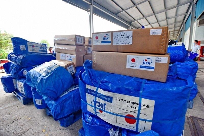 Nhật Bản hỗ trợ máy lọc nước và tấm trải nhựa cho dân vùng lũ tỉnh Thừa Thiên Huế