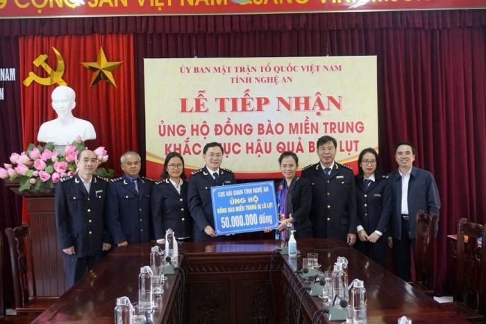 Hải quan Nghệ An góp sức chia sẻ cùng đồng bào bị ảnh hưởng bão lụt