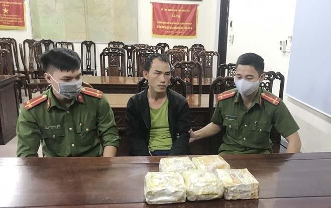 Nghệ An: Bắt đối tượng vận chuyển 5 kg ma túy dạng đá