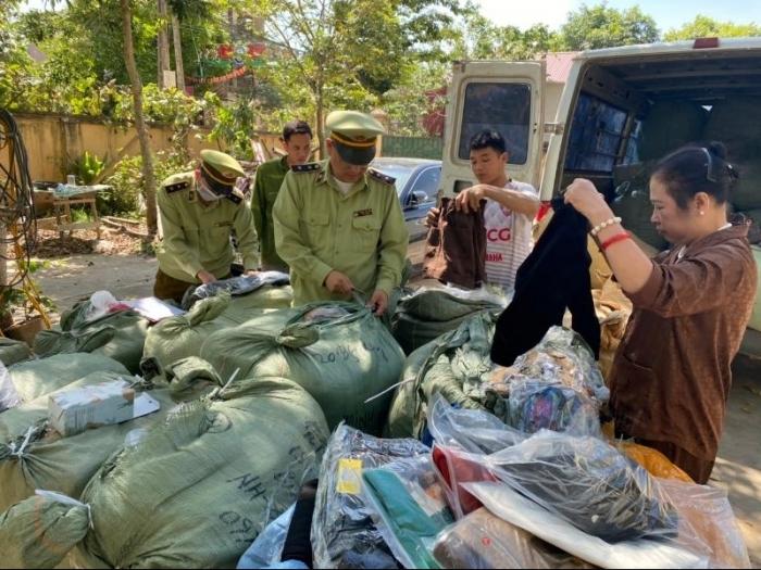 Tạm giữ nhiều hàng hoá nhập lậu được vận chuyển vào nội địa