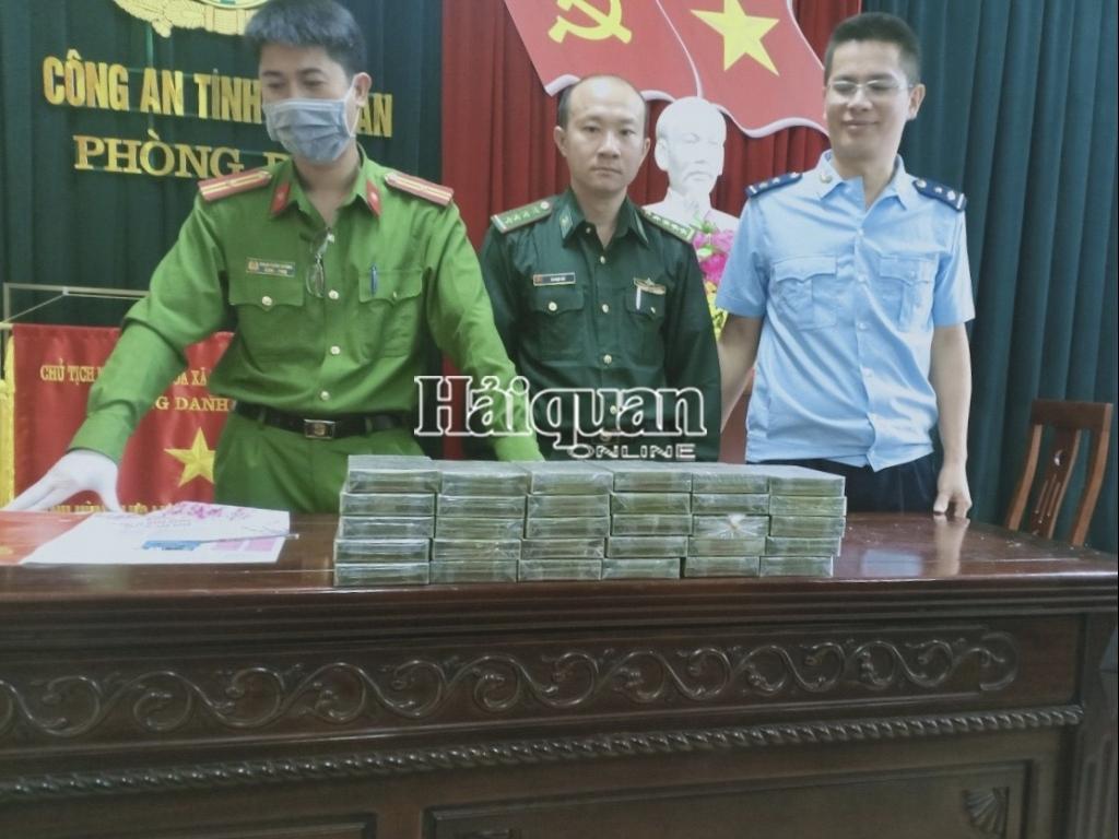 Hải quan Nghệ An phối hợp bắt giữ 30 bánh heroin