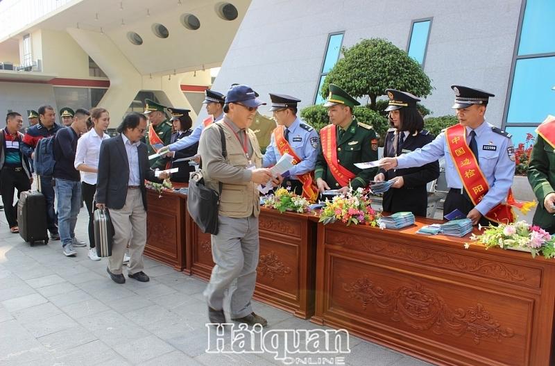 Lạng Sơn: Ngừng cấp sổ thông hành từ ngày 30/1