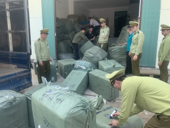 Lạng Sơn: Tạm giữ lôhàng trị giá gần 300 triệu có dấu hiệu giả mạo nhãn hiệu