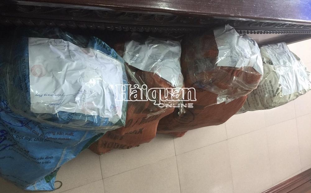 Hải quan Nghệ An phối hợp truy bắt đối tượng vận chuyển 100 kg nghi ma tuý dạng đá