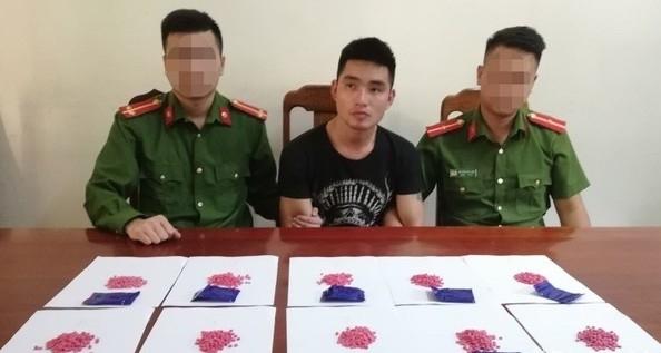 Nghệ An bắt đối tượng vận chuyển 2.000 viên hồng phiến