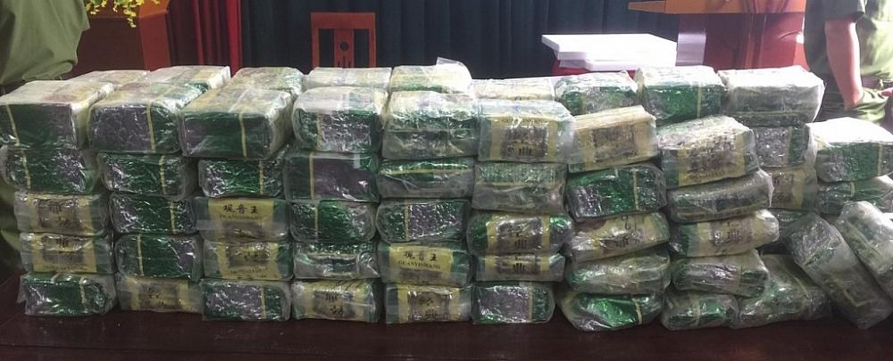 100 kg ma túy đá được các đối tượng vứt lại khi phát hiện có sự truy đuổi của lực lượng chức năng. Ảnh: Nam sỹ
