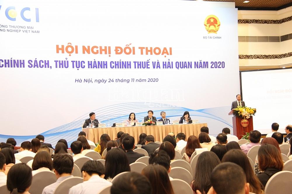 Ông Hoàng Quang Phòng, Phó Chủ tịch VCCI phát biểu tại hội nghị. Ảnh: Thuỳ Linh
