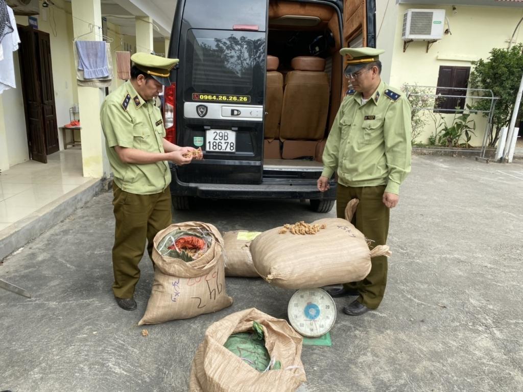 Xe limousine Huy Võ vận chuyển 155 kg thuốc bắc không rõ nguồn gốc xuất xứ