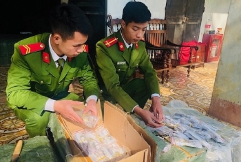 Lạng Sơn: Thu giữ hơn 2.300 chiếc đồng hồ nhập lậu