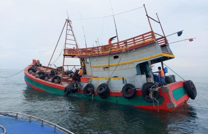 Cảnh sát biển bắt giữ tàu chở trên 150.000 lít dầu DO không rõ nguồn gốc