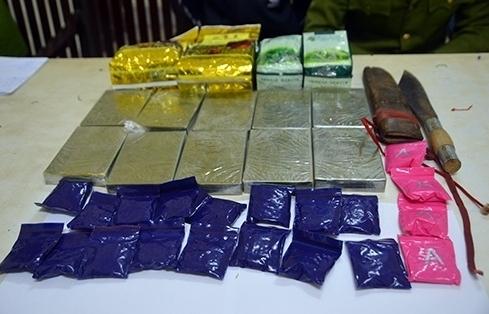 Nghệ An: Bắt hai đối tượng cùng 11 bánh heroin, 2 kg ma tuý đá, 5.000 viên ma túy tổng hợp