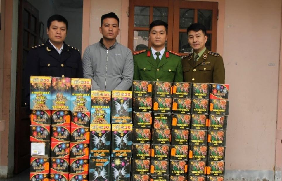 Hải quan Nghệ An phối hợp bắt đối tượng buôn bán, vận chuyển 198 kg pháo nổ