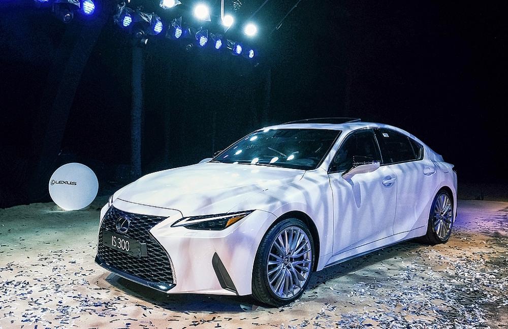 Từ 2,13 tỷ, Lexus IS 2021 hướng tới khách hàng trẻ