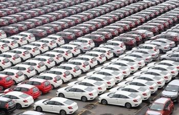 Thị trường ô tô Việt : Sôi động từ tháng đầu tiên