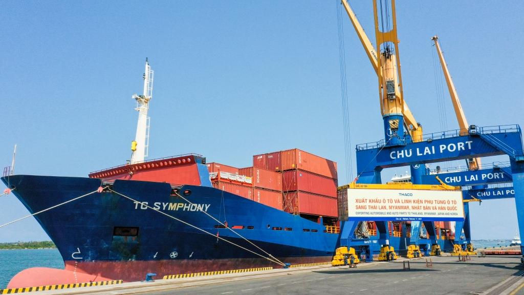 Ngày ra quân đầu Xuân, THACO xuất khẩu hơn 200 ô tô và linh kiện phụ tùng