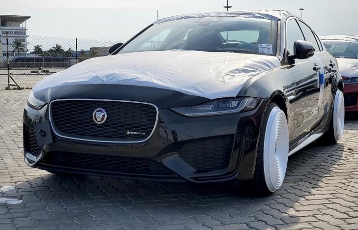 Những hình ảnh đầu tiên của Jaguar XE mới tại Việt Nam