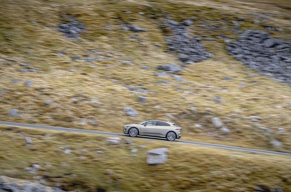 Với 1 lần sạc, Jaguar I-PACE hoàn thành 'Thử thách Everesting' leo 8.848m