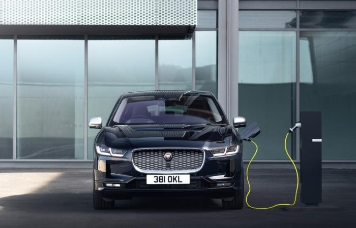 Jaguar I-PACE thông minh hơn, kết nối nhạy bé và sạc điện nhanh hơn