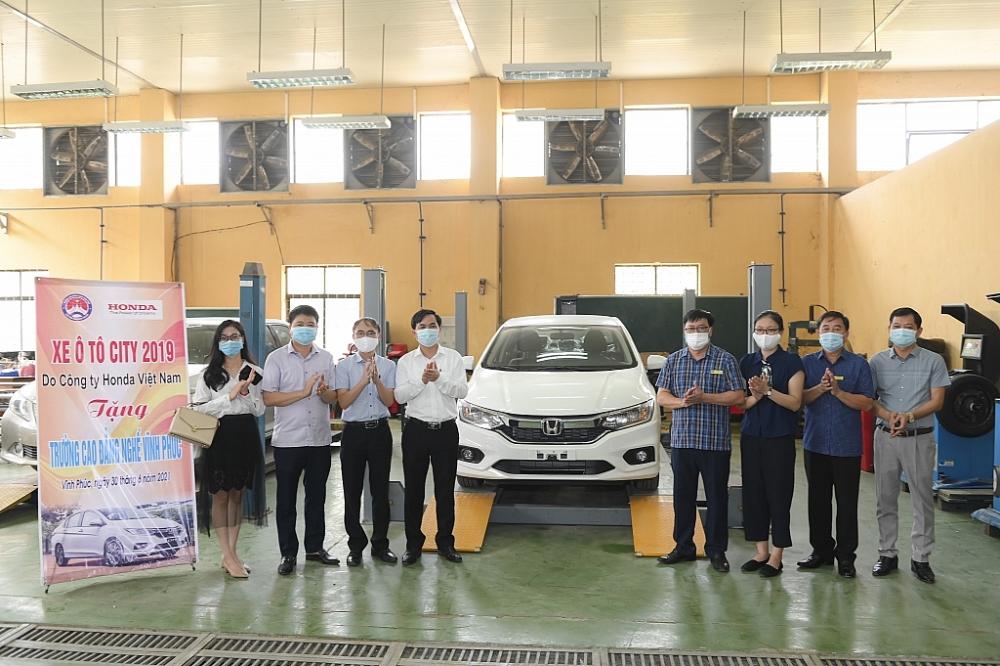 Honda Việt Nam tặng xe và thiết bị kỹ thuật cho trường nghề