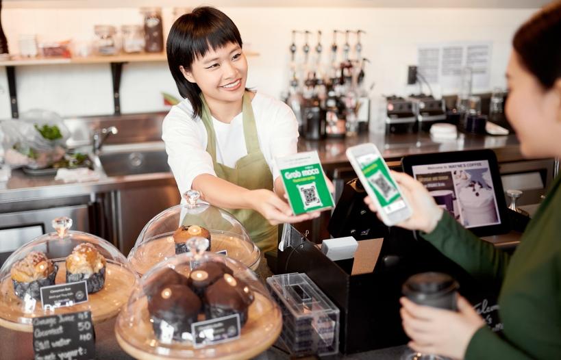 Grab và Moca khuyến khích người dùng thanh toán không dùng tiền mặt