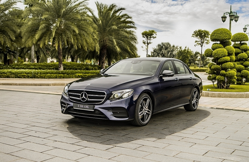 mercedes e 300 amg 2019 co gia 2833 ty dong