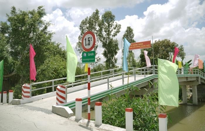 Grab Việt Nam chung tay xây cầu kênh Phụng Thớt